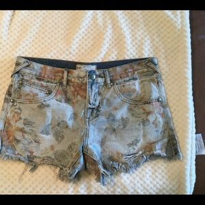 New Free People floral denim shorts size 27